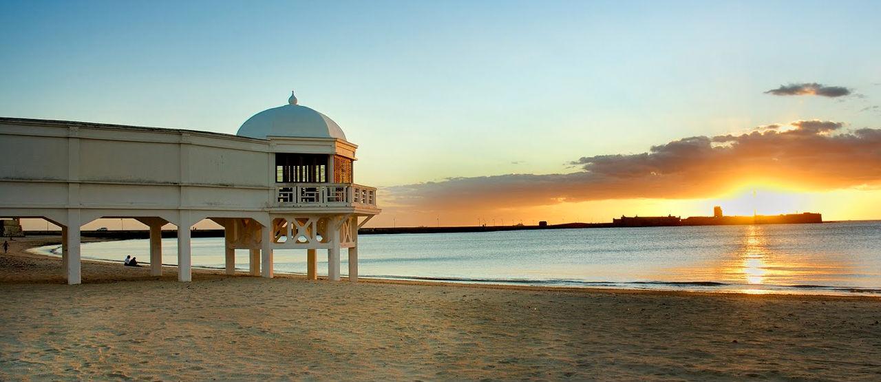 Playas de c diz ciudad playas de c diz capital for Piscina ciudad de cadiz