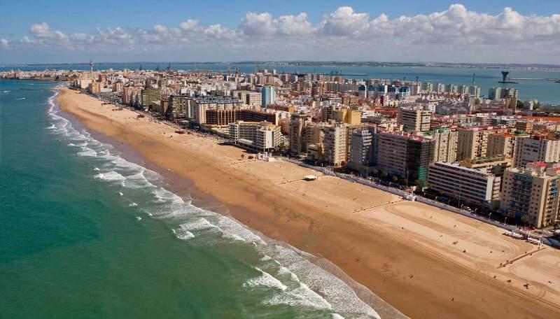 Playa de la victoria la mejor playa urbana de europa - Que visitar en el puerto de santa maria cadiz ...