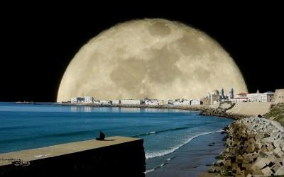Rutas Nocturnas Bajo la Luna Llena